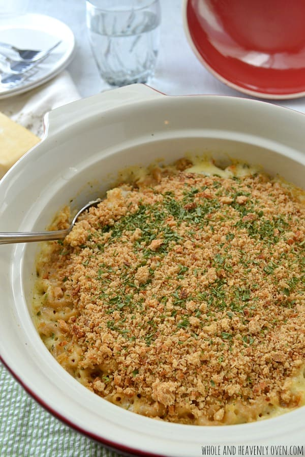 Smoked Cheddar Macaroni & Cheese | wholeandheavenlyoven.com