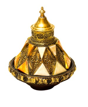 Moroccan tagine decorated with camel bones DT01CB-0