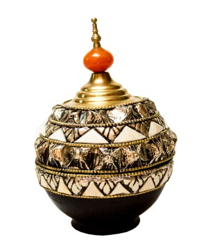 Moroccan tagine decorated with camel bones DT03CB-0