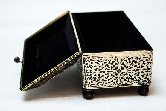 handmade Box decorated with brass HB-01DB-3375