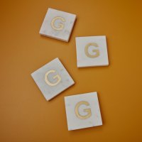 Be-Home_White-Marble-and-Gold-Monogram-Coasters-Set-of--4-Letter-G_580-205