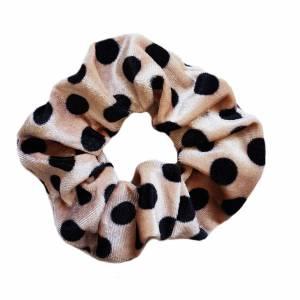 Scrunchie dots camel