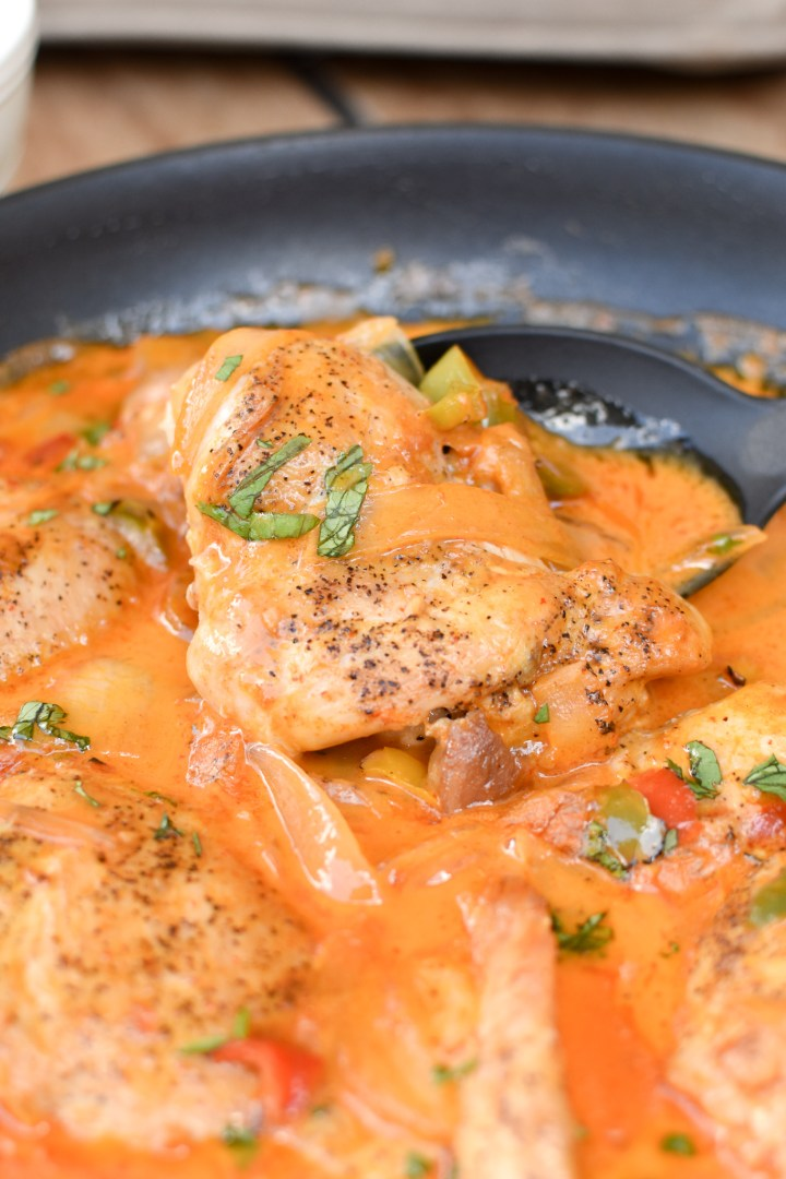 Thai Coconut Chicken Curry-- Paleo and Whole30 perfect for your weeknight or meal prep! | wholesome-joy.com