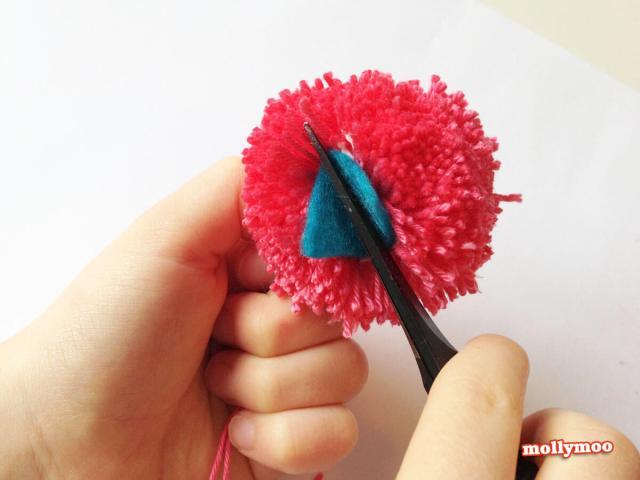 Pom Pom Glue In Beak