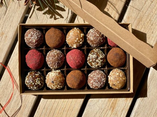 christmas vegan gift box chocolate