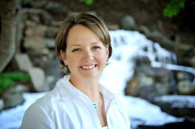 Author/Speaker photo of Kristi Woods