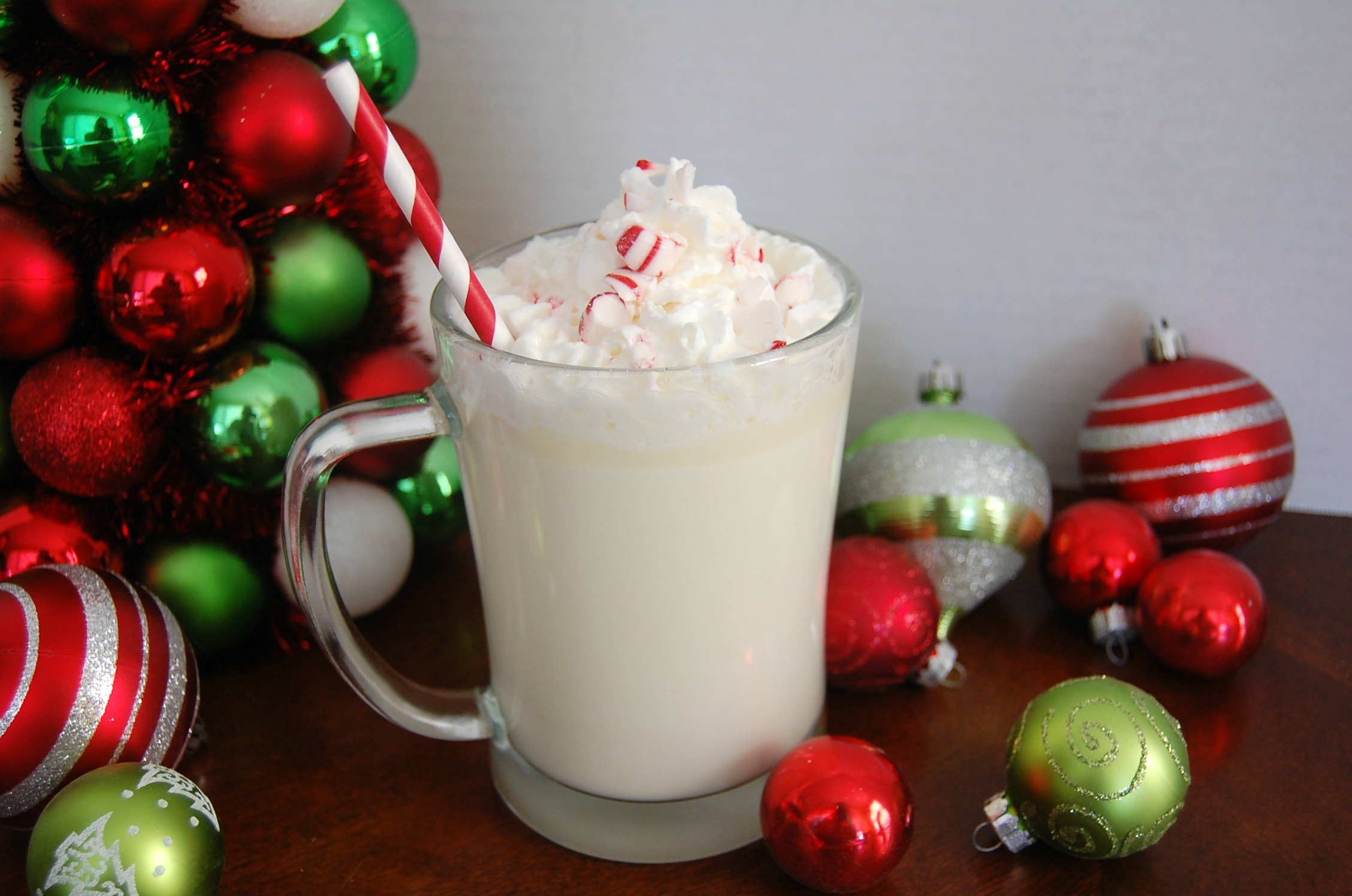 Slow Cooker White Mint Hot Chocolate - Who Needs A Cape?