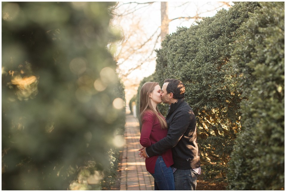 whosthatgirlphotos_colonialwilliamsburg_engagement_0005