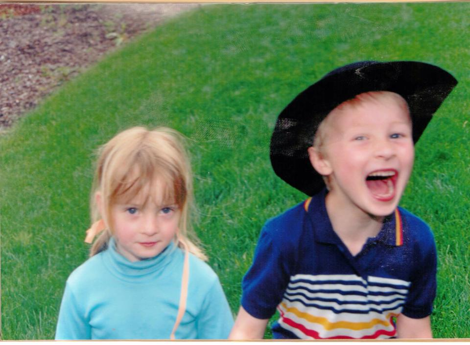Aaron & Dani star in The Hat