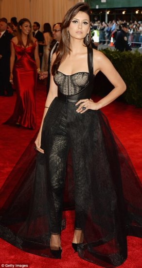 Nina looks great in this Altuzarra and Monique Lhullier. It reminds me a little of 80s Madonna, when she was cool. Wish she would stop trying.