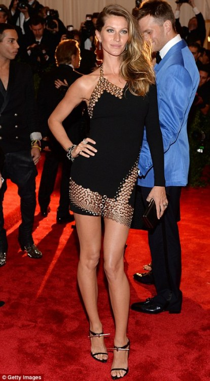 Proper party dress. Gisele in Diane von Furstenburg