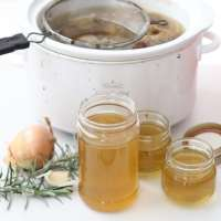 http://memeinge.com/blog/homemade-chicken-broth/