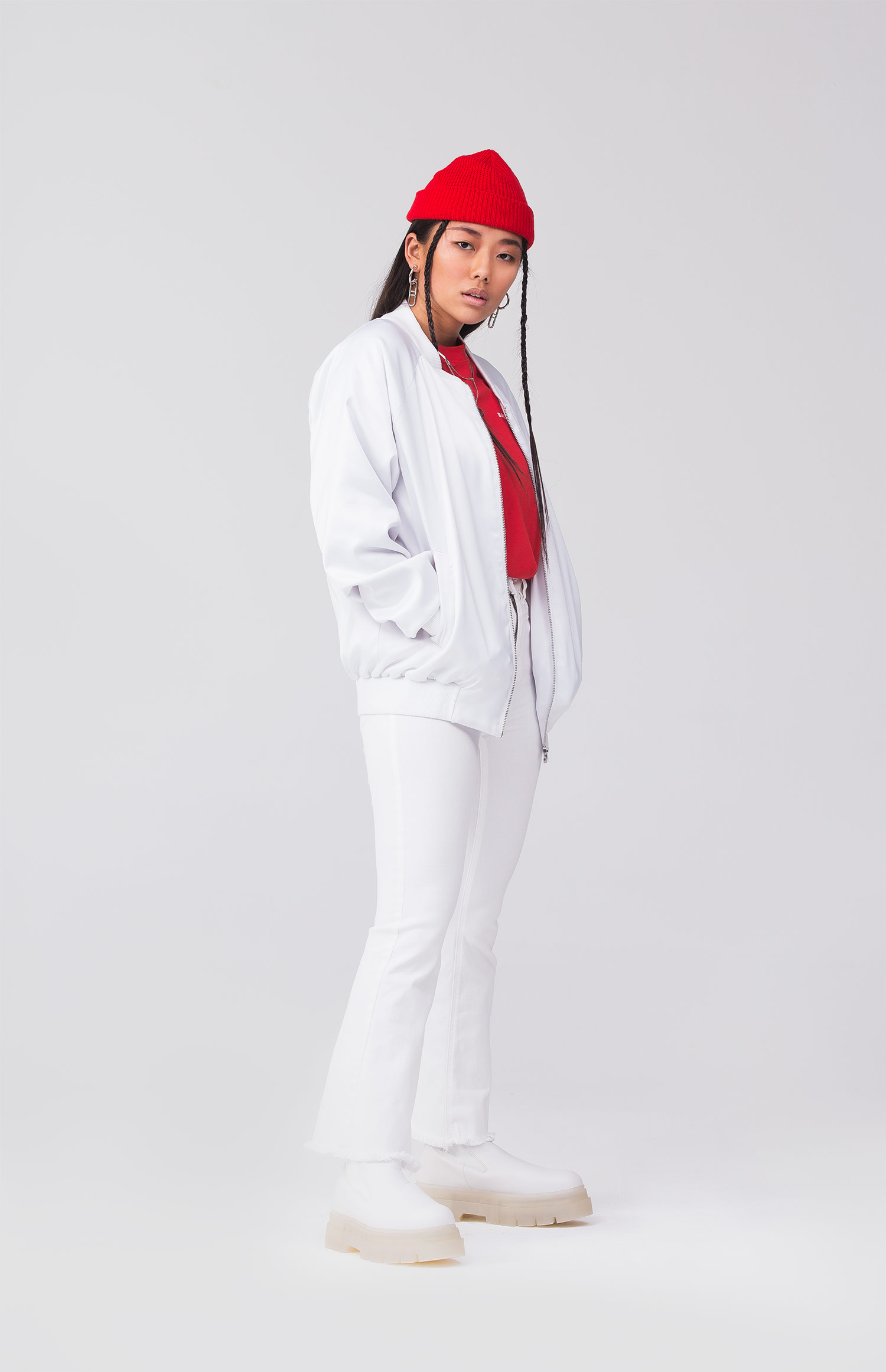 REND_Red-032-white-lifestyle