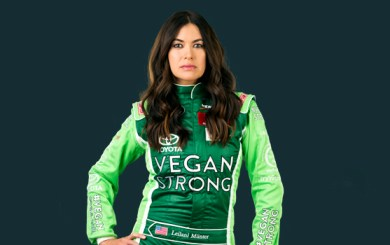 Leilani Münter: Normalize being childfree and NEVER underestimate a vegan hippie chick with a race car! (Source: www.leilani.green)