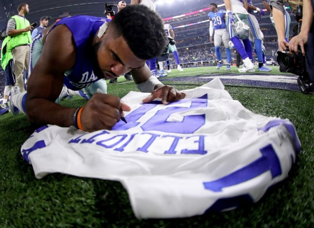 Star Cowboys rookie Ezekiel Elliott wore an orange band on his wrist throughout the fall in support of a fan with cancer in Massachusetts. (Tom Pennington/Getty Images)