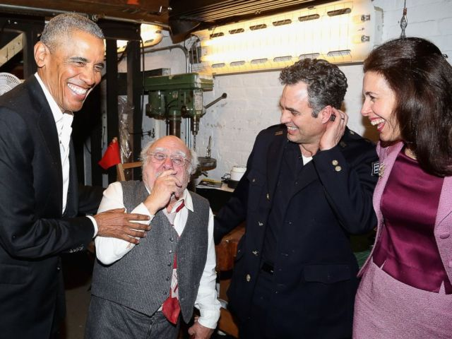 """Barack Obama, Danny DeVito, Mark Ruffalo and Jessica Hecht chat backstage at The Roundabout Theatre Company's production of """"Arthur Miller's The Price"""" on Broadway at The American Airlines Theatre on February 24, 2017 in New York City. (Bruce Glikas/FilmMagic)"""