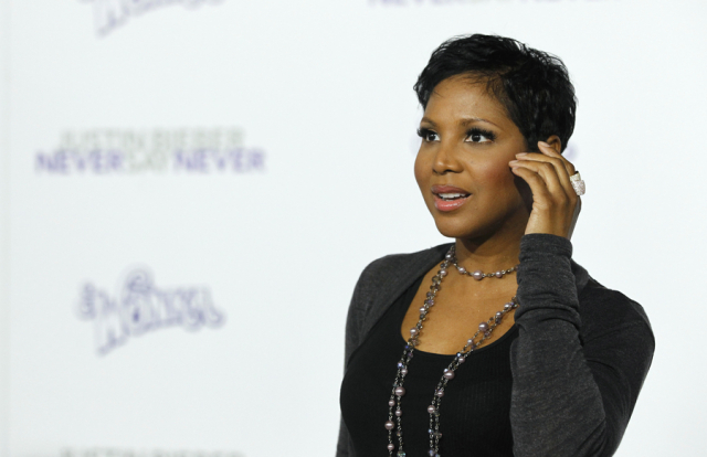 """(PHOTO: REUTERS/MARIO ANZUONI) Singer Toni Braxton poses at the premiere of the documentary """"Justin Bieber: Never Say Never"""" at Nokia theatre in Los Angeles February 8, 2011."""