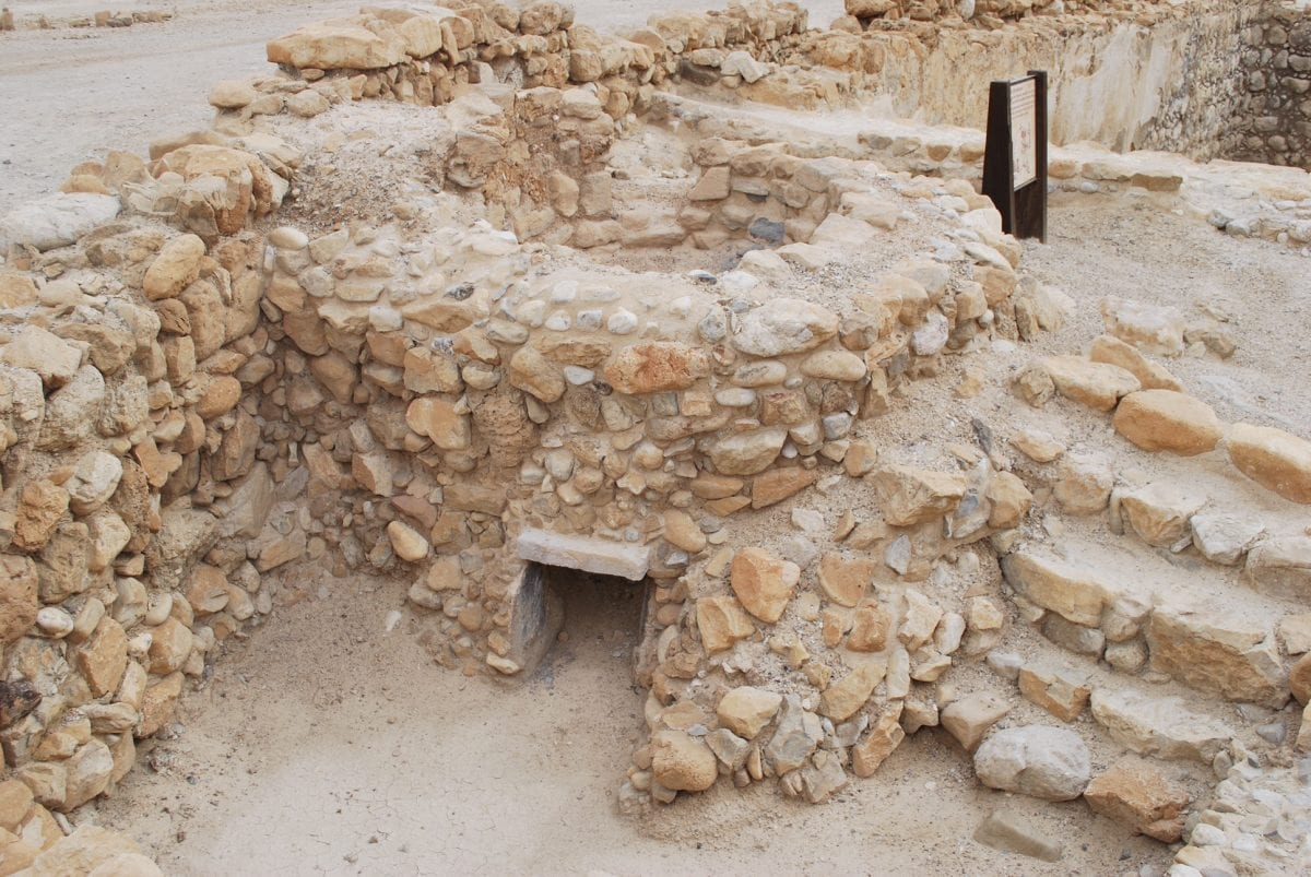 an analysis of the essenes and the qumran community Christians and christianity at qumran  an analysis of the texts that is not invalidated by prejudices and  whilst the community of the essenes was.