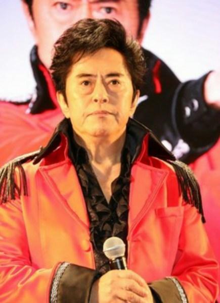 Penyanyi Ichiro Mizuki Mengungkapkan Kelumpuhan Pita Suara Parsial dan Akan Fokus pada Pemulihan 1