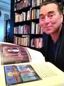Serge bestudeert het Rode Boek, 2012-2013