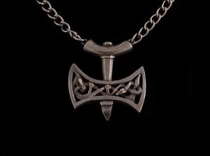 A modern mjolnir pendant