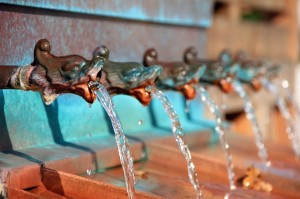 water fountain gargoyles fountain-197334_640