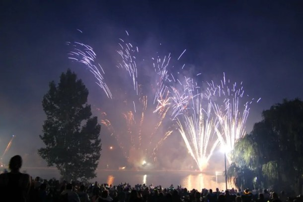 4th of July fireworks shows and Independence Day deals