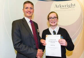 Shona receiving her award from Jim McHarg, the Group Head of Learning and HR Business Partner, The Weir Group PLC