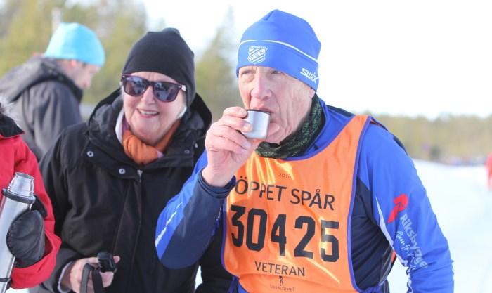 Öppet Spår Åke Davidson dricker