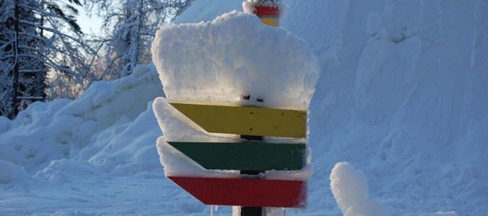Snöig skylt från Borås skidstadion