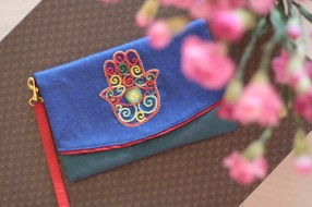 The Hand of Fatima 22Material : denimColour : combo of blue and green with red liningLength : 20cmHeight : 13cm