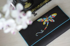 The Dragonfly 11 - SOLDMaterial : linenColour : black with blue colour sides and liningLength : 34cmHeight : 20cmWidth : 5cm (flexible)