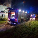 Pożar domu w Sitnie. Na miejscu 8 zastępów Straży Pożarnej !