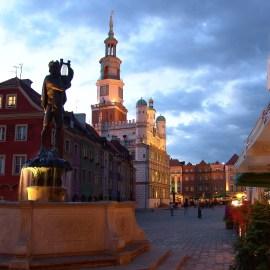 Ratusz w Poznaniu i fontanna Apolla