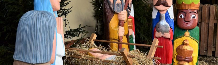 Szopka betlejemska podczas jarmarku bożonarodzeniowego w Szreniawie