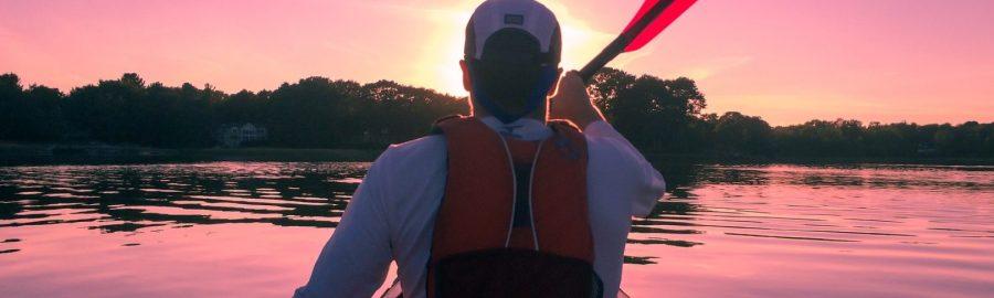 kajakarz na jeziorze