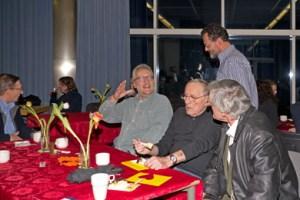 Ehemalige und aktive Lehrer als Gäste im Café Henriette