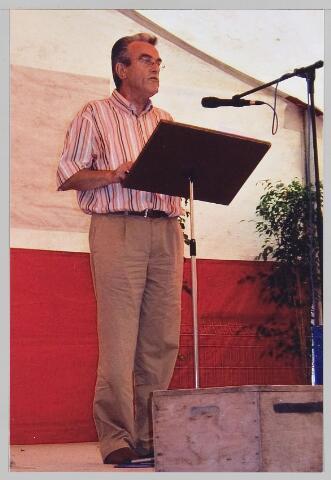Wil Datema in 2005 tijdens het voordragen van zijn gedicht 75 Jaar Wieringermeer
