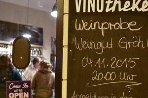 Seit dem 7. Juni betreibt Christopher Groote die Vinotheke in der Schiersteiner Straße 15. Foto: Joachim Sobek