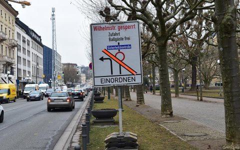 Lang im Voraus angekündigt ... die Sperrung der Wilhelmstraße. Fotio: Volker Watschounek