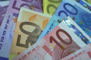 Geldnoten Foto: Claudia Hautiumm