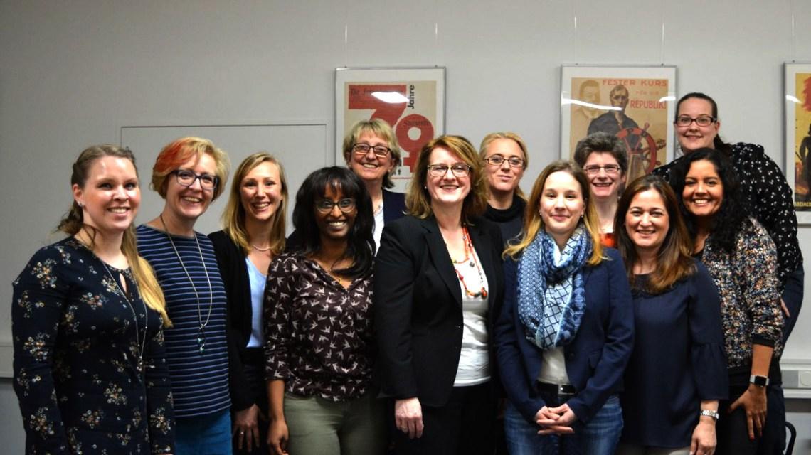 Sie kämpfen für Gleichberechtigung im Beruf; für gleichen Lohn bei gleicher Arbeit ... SPDs Frauen. Bild: SPD
