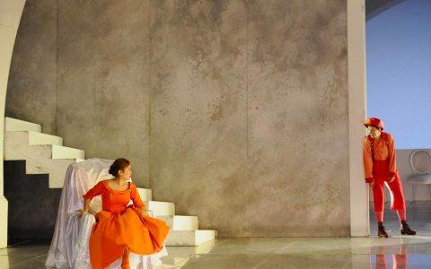 """Szene aus der Oper """"Hochzeit des Figaro"""". Archivfoto: Foto: Martin Kaufhold Elisa Cho, Franziska Gottwald"""