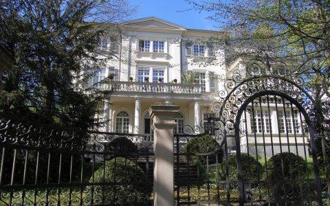 Die Villa des Prinzen Nikolaus und der Natalia von Merenberg in der Sonnenberger Straße. Bild: Rainmer Niebergall