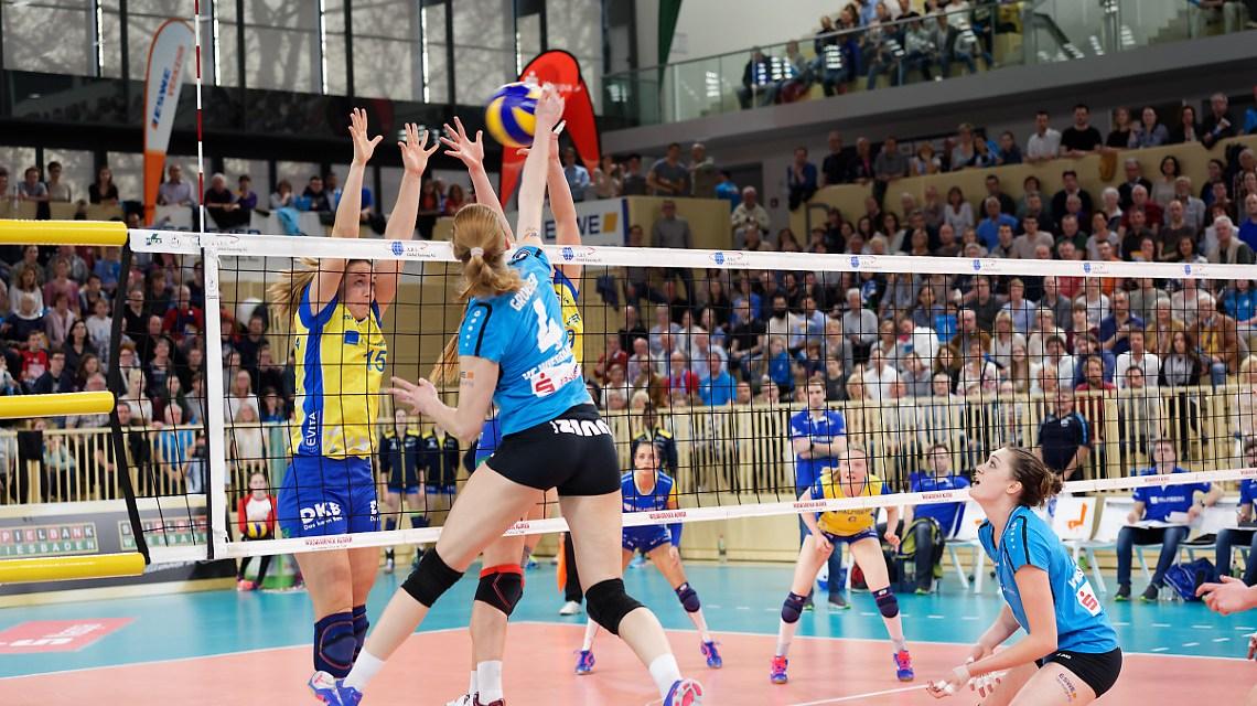 VC Wiesbaden feiert die Bronzemedaille