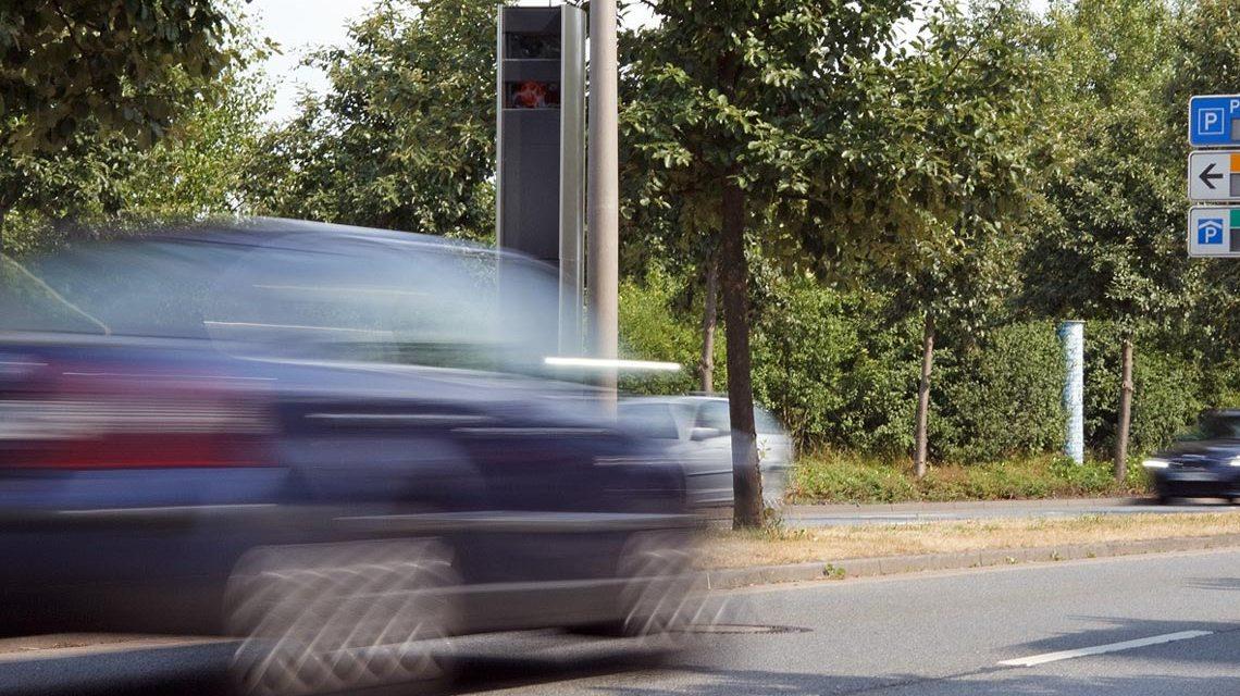 Blitzer: Geschwindigkeitsmessung innerorts, Naurod. Bild: Dirk Vorderstraße