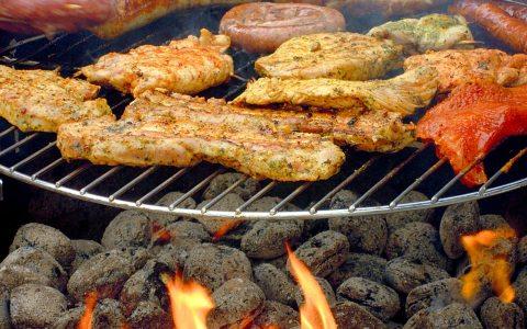 Steak, Pute oder Würstchen - die Grillsaison ist eröffnet. Bild: Klaus Steves