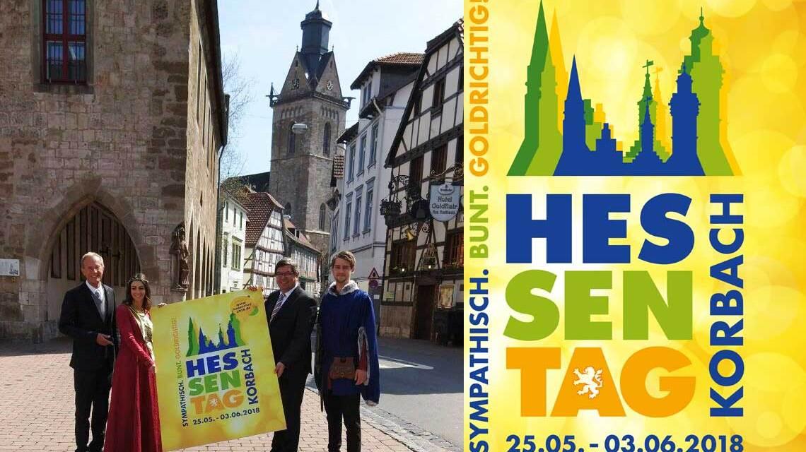 Staatsminister Axel Wintermeyer und Bürgermeister Klaus Friedrich stellen das Logo für den Hessentag 2018 in Korbach vor. Bild: Hessische Staatskanzlei