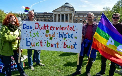 Regenbogenfest vor dem Kurhaus in Wiesbaden. Bild: Volker Watschounek