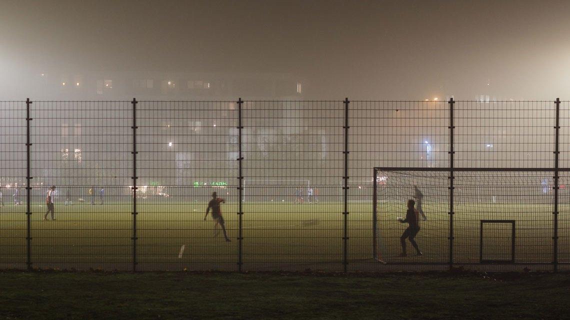 Ziel ist es, Jugendliche zu beschäftigen. Street Soccer ist ein Weg dahin. Bild: Robert Anders / Flickr / CC-By